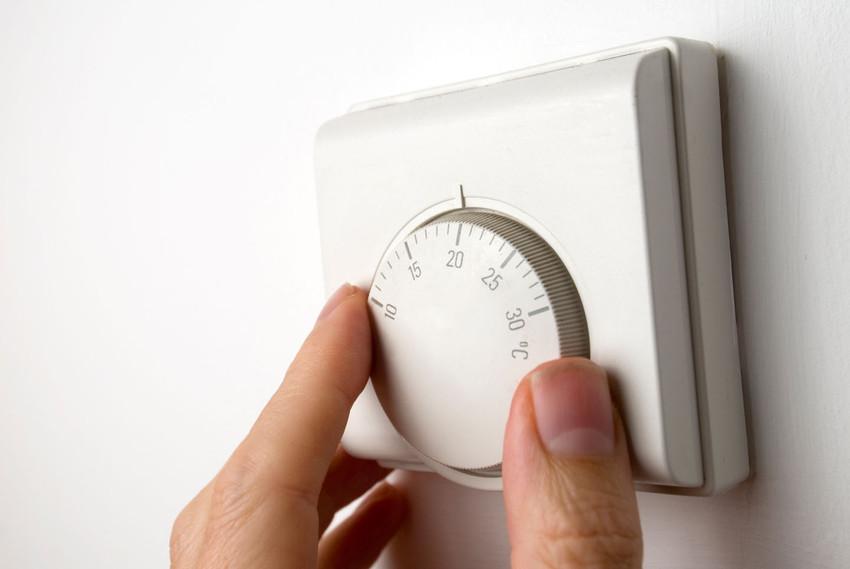 trucos para ahorrar energia (termostato de pared)